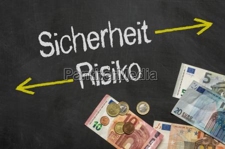 panel con dinero seguridad y riesgo