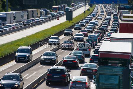 autostau auf autobahn