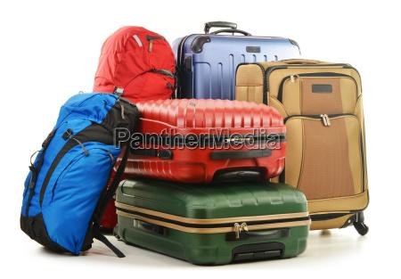 koffer und rucksack isoliert auf weiss