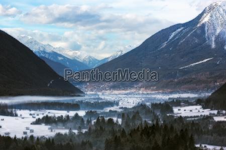 wintertal in tirol OEsterreichische alpen