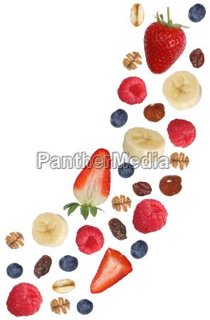 fallendes frucht muesli mit fruechte wie
