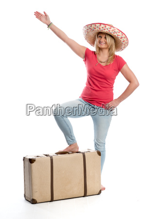 frau, mit, sombrero, und, reisekoffer, zeigt - 13531530