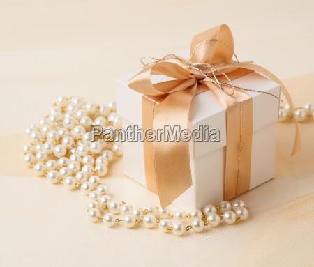praesentieren freisteller feiertag schmuck juwelierwaren pretiosen