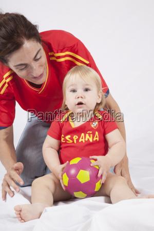 ueberrascht baby spanischen fussball fan