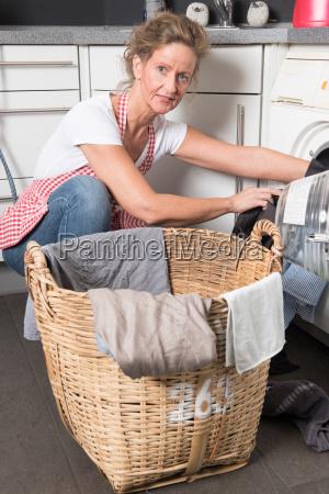 frau belaedt waschmaschine
