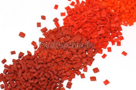 verschieden gefaerbte plastik kunststoff granulate