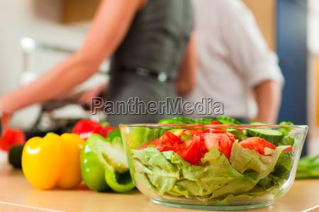 zubereitung von gemuese und salat