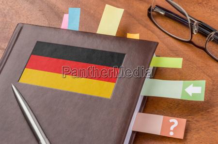 terminkalender mit der flagge deutschlands