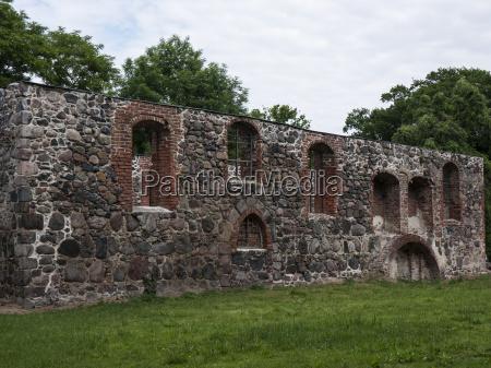 ganzer kirche seitenmauer