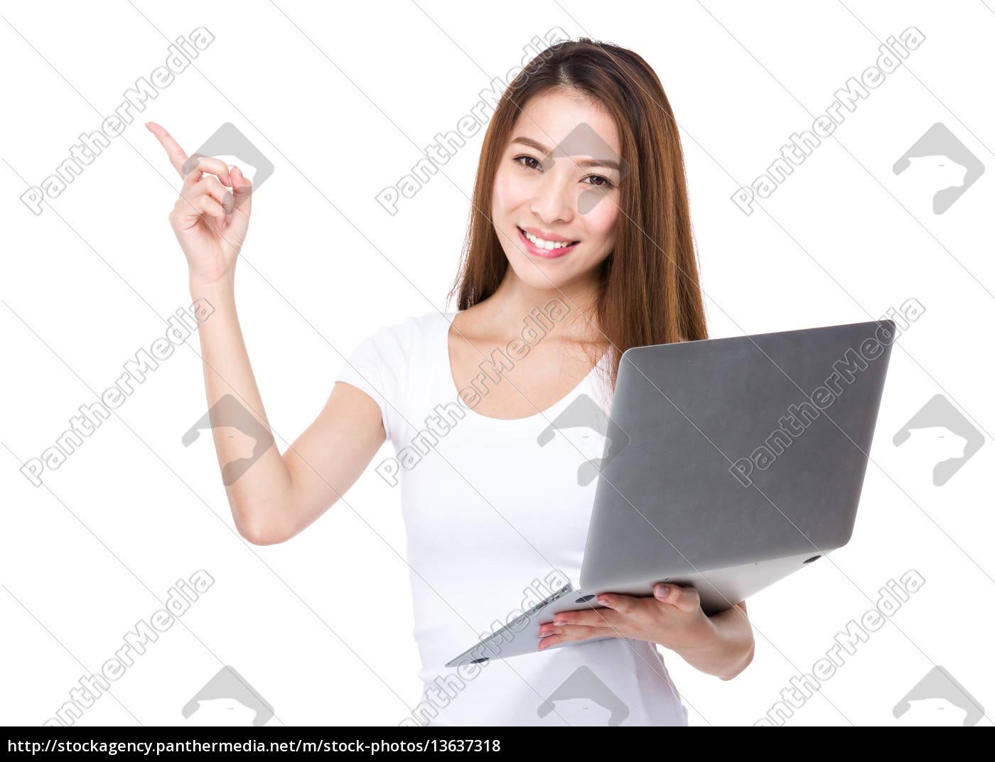 frau, verwenden, laptop, und, finger, zeigen - 13637318
