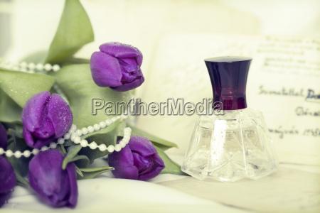 blumen und parfuem retro foto