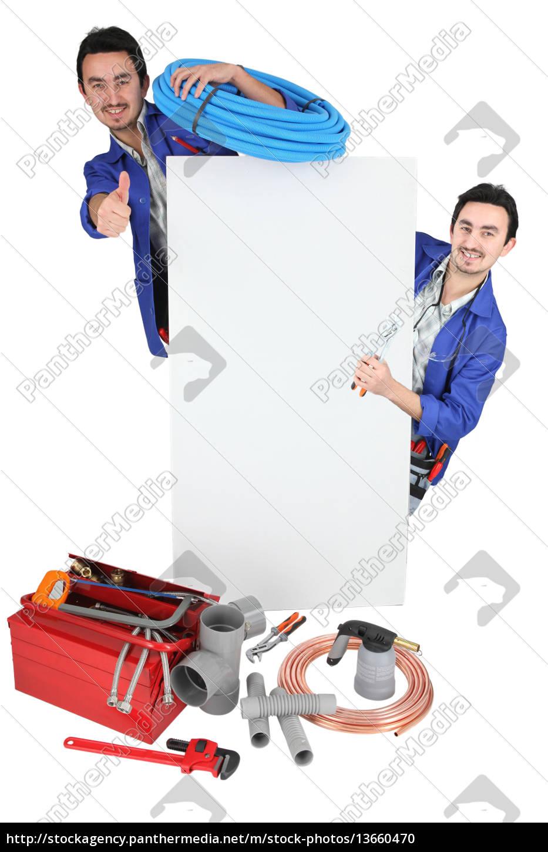tradesman, posiert, mit, seinen, werkzeugen, und - 13660470