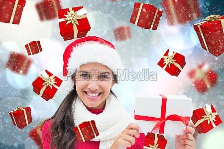 zusammengesetztes bild des festlichen brunette geschenk