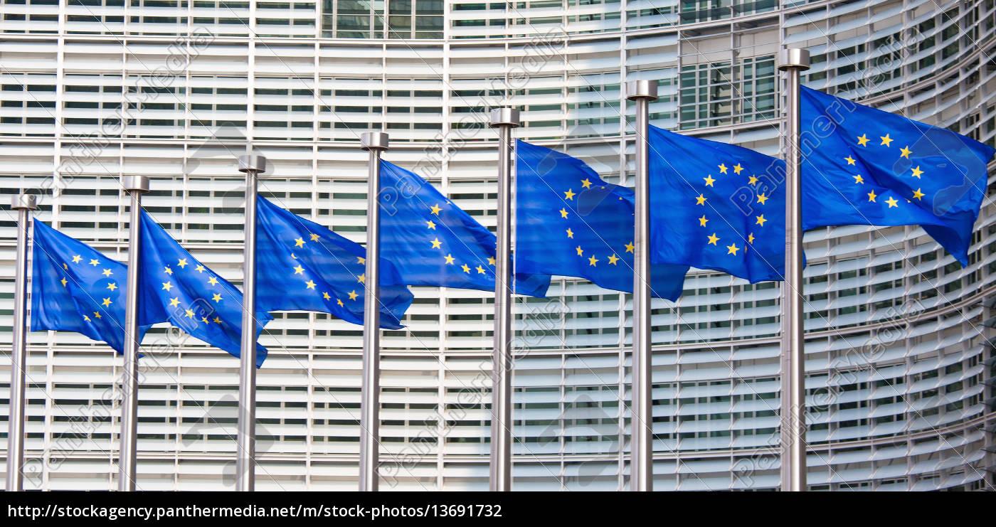 europäische, flaggen, vor, der, europäischen, kommission, die - 13691732
