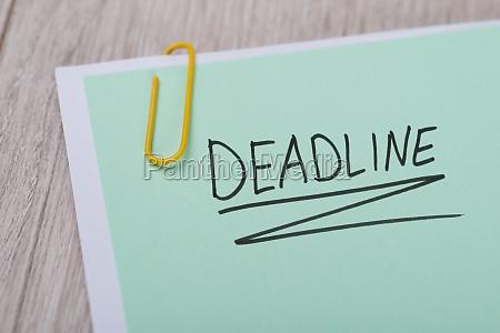 deadline written on green note