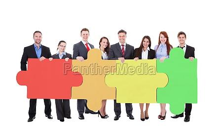 grosse gruppe von firmen praesentieren banner