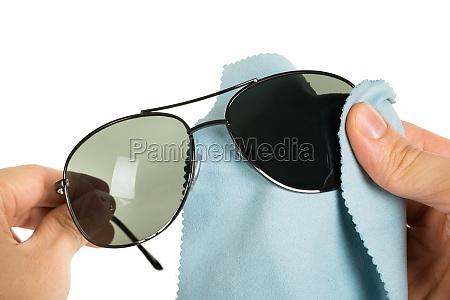 personenreinigung sonnenbrillen