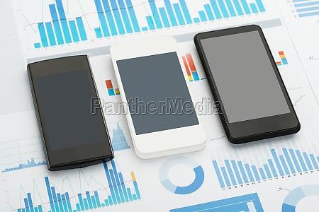 zwei mobiltelefone mit einem gebrochene anzeige