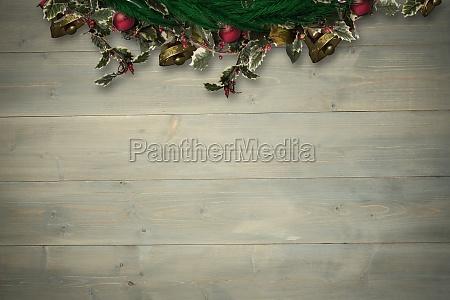 composite bild von festlicher weihnachtskranz