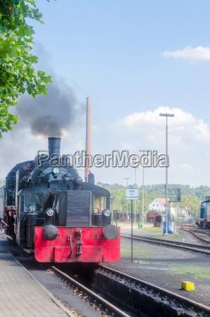 vorderansicht einer dampf lokomotive
