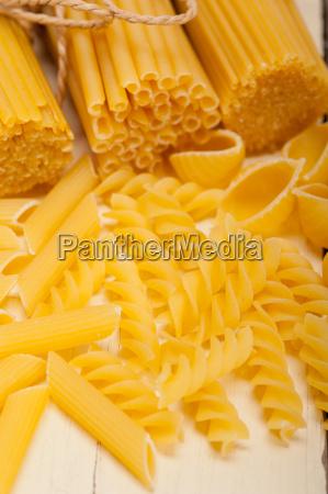 haufen von italienischen pasta typ