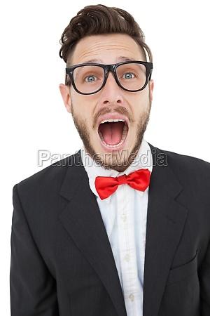 nerdy geschaeftsmann schreit mit mund offen