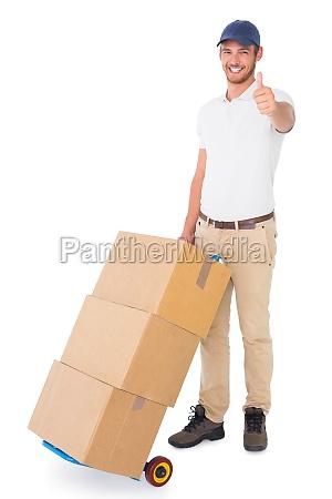 glueckliche lieferung mann wagen von kisten