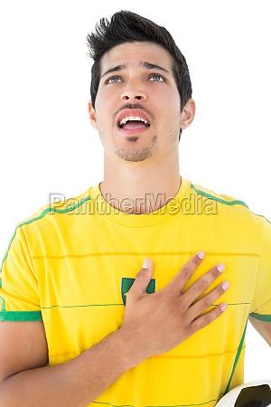brazilian football spieler in gelb gesang