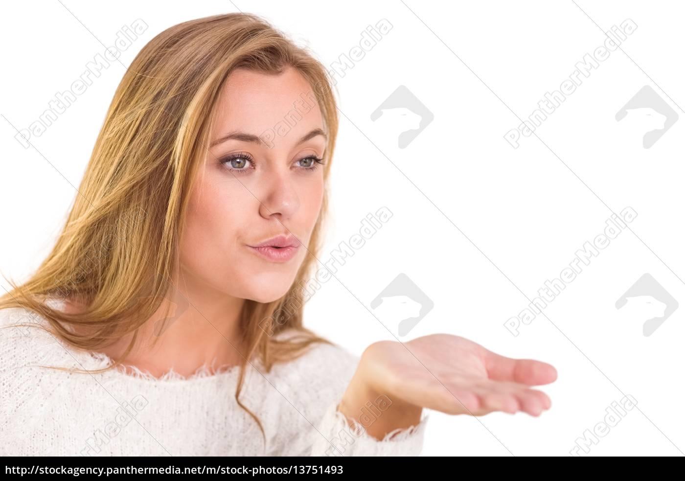 hübsche, blondine, bläst, einen, kuss - 13751493