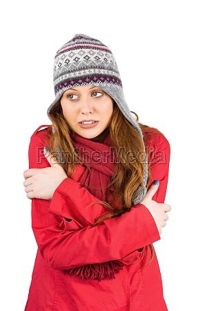 kalter rothaariger mantel und hut