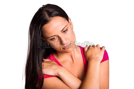 junge bruenette mit traurigen gesichtsausdruck