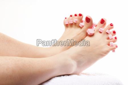 fuss pedikuere anwendung roten zehennaegel auf