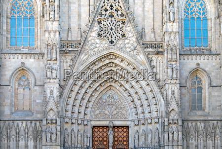fassade der kathedrale von barcelona