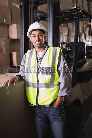 portrait der manuellen arbeitskraft im lager