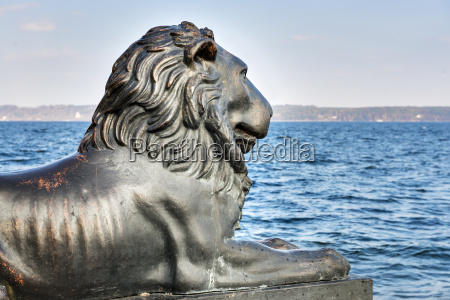 lion statue am see starnberg