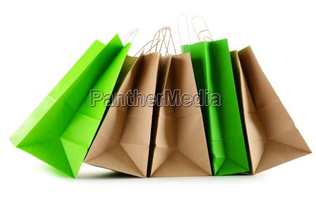 papier einkaufstaschen isoliert auf weissem hintergrund