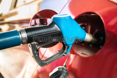 auto mit gas pumpe