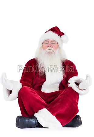 weihnachtsmann sitzt und meditiert