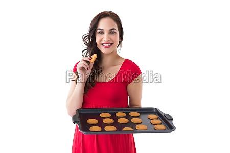 gluecklicher brunette essen heiss cookies