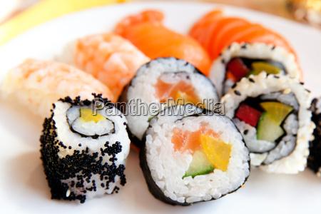 auswahl verschiedener sushi