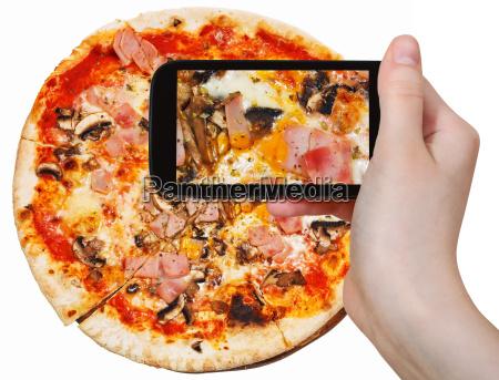 touristische fotos von pizza mit prosciutto