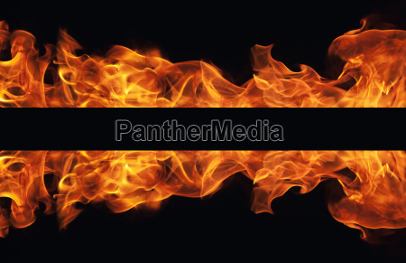 brennender feuerflammenrahmen auf schwarzem hintergrund