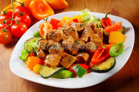 gourmet saucy gegartem fleisch oder gulasch