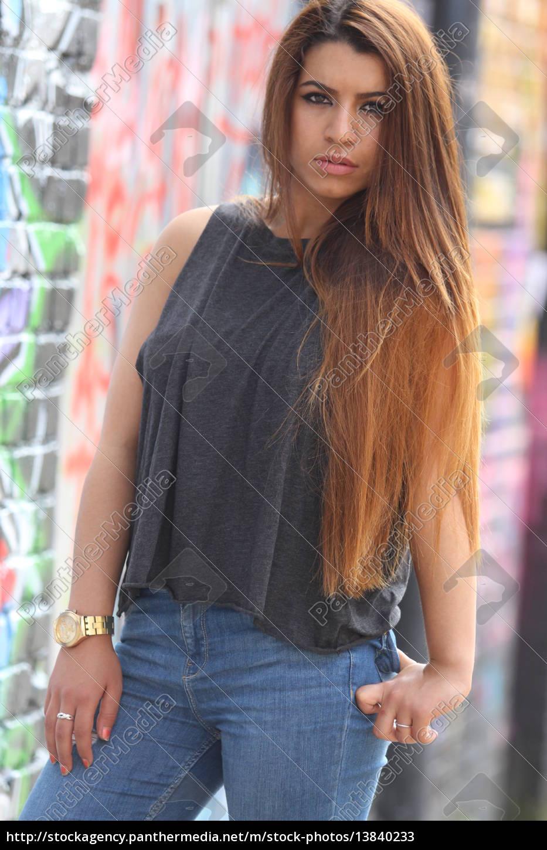 Junge Frau Mit Langen Haaren Stockfoto 13840233 Bildagentur