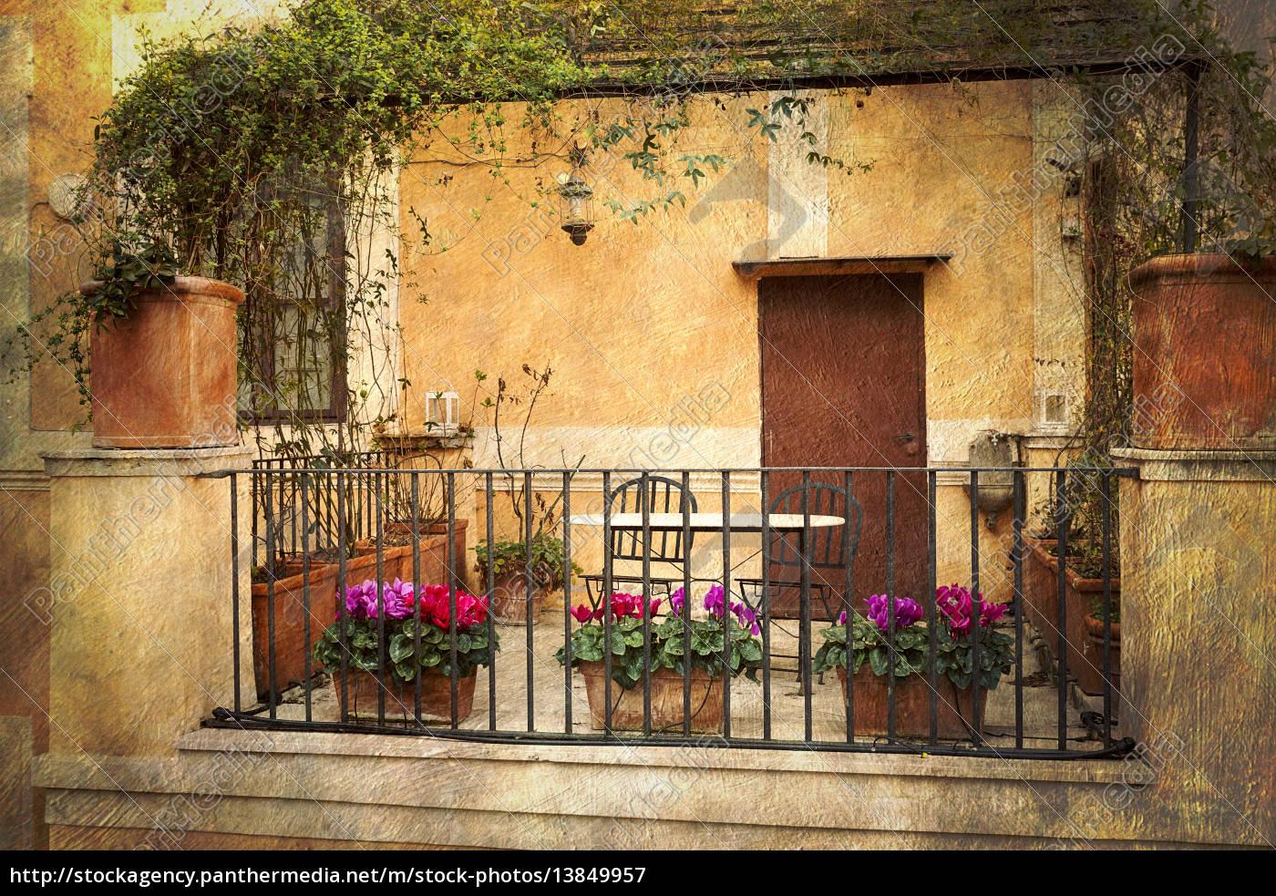 Lizenzfreies Bild 20   Kleine Terrasse in Rom Italien