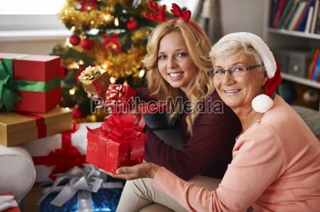 oma besucht uns immer zu weihnachtenr