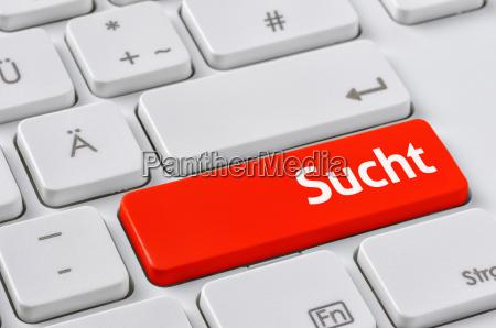 tastatur mit farbiger taste sucht