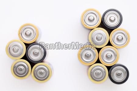aa batterie auf einem weissen hintergrund