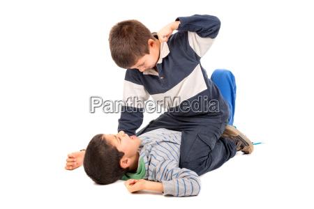 ninyos que luchan