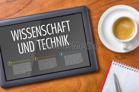 tablet auf einem schreibtisch wissenschaft